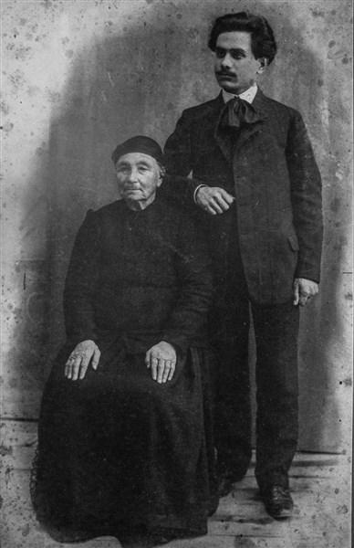 Станка Николица с внука си Никола Икономов
